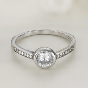 Inel logodna argint cu pietre Solitar cu pietre laterale - ICR0036