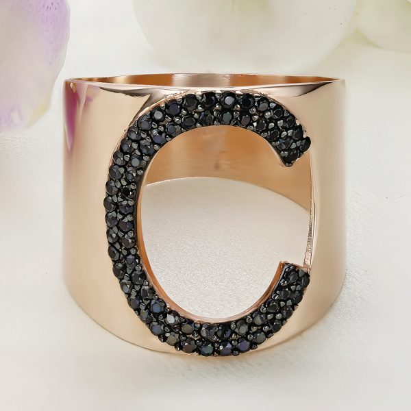 Inel argint Lat roz cu pietre negre - Litera C - ICR0125