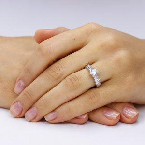 Inel de logodna argint Solitar cu cristale mici laterale TRSR014, Corelle