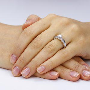 Inel de logodna argint Solitar cu cristale laterale mici TRSR015, Corelle