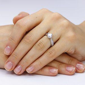 Inel de logodna argint Solitar cu cristale laterale TRSR053, Corelle