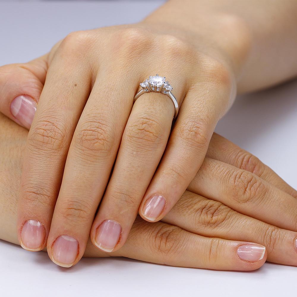 inele de logodna ieftine din argint 925 placate cu rodiu pentru rezistenta marita. Corelle